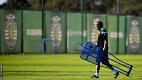 Sporting Lisbon condemn fans after players attacked during training class=