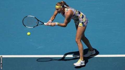 Australian Open: Petra Kvitova fights back to reach quarter-finals