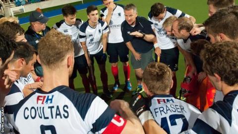 Derek Forsyth talks to his Scotland players