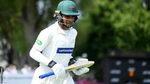 Hassan Azad in action for Leicestershire