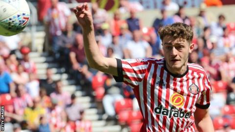 Elliot Embleton in action for Sunderland