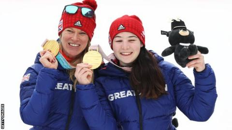 Menna Fitzpatrick and Jen Kehoe with their Paralympic gold medals