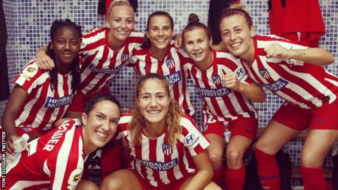Toni Duggan celebrating with her Atletico Madrid teammates