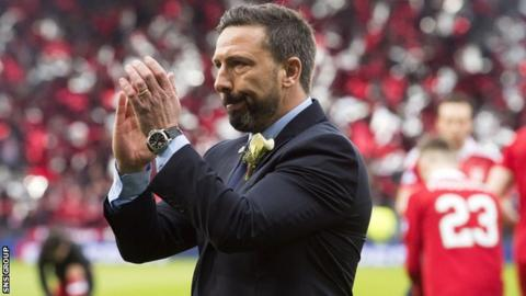 Aberdeen manager Derek McInnes applauds Dons fans at Hampden after November's League Cup final defeat
