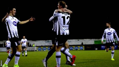 Champions Cup: Dundalk 6-0 Linfield (7-1 on aggregate)