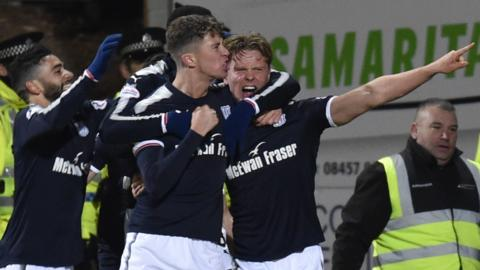 Dundee celebrate Mark O'Hara's winner
