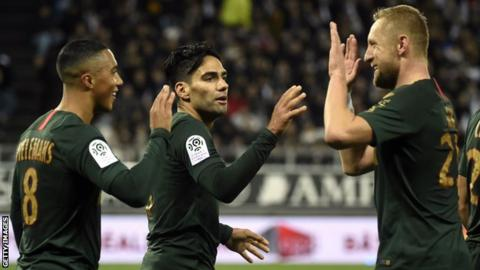 Radamel Falcao (centre) celebrates