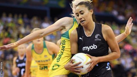Maria Folau playing netball for New Zealand
