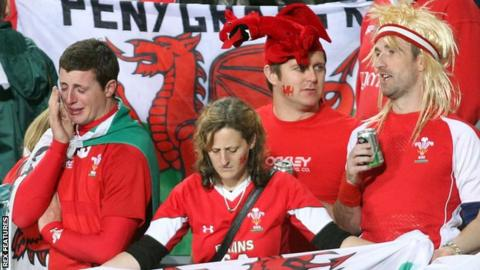Wales rugby fans endure the defeat in the 20121 Rugby World Cup semi-final