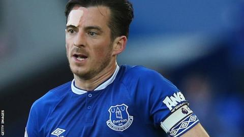Leighton Baines: Everton offer one-year contract extension