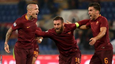 Roma celebrate Radja Nainggolan's goal against Milan