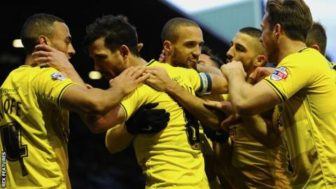 Oxford United celebrate Jordan Bowery's winning goal