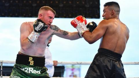 Belfast's Paddy Barnes (L) returned to winning ways against Joel Sanchez after two defeats