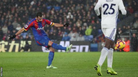 Luka Milivojevic scores for Crystal Palace against Leicester