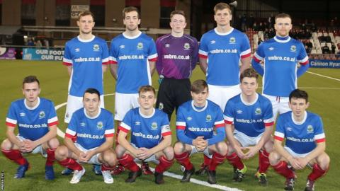 Linfield Swifts qualified for the Steel and Sons Cup final by beating Crumlin Star 3-2 at Seaview