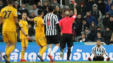 DeAndre Yedlin is sent off for Newcastle