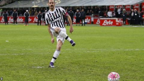 Leonardo Bonucci scores the winning penalty