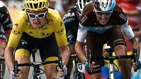 Geraint Thomas (left) and Romain Bardet sprinting for the finish line on stage 19