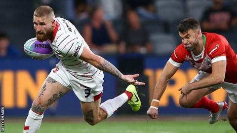 Tomkins leads dominant England as Australia overcome New Zealand