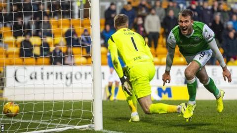 Christian Doidge scores for Hibernian against St Johnstone