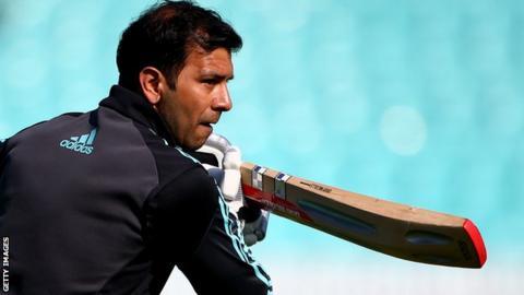 Vikram Solanki at a training session