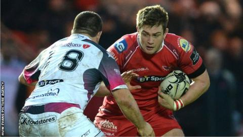 Rhodri Jones in action for Sarlets against Ospreys