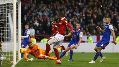 Lewis Grabban taps in his second goal for Nottingham Forest against Ipswich