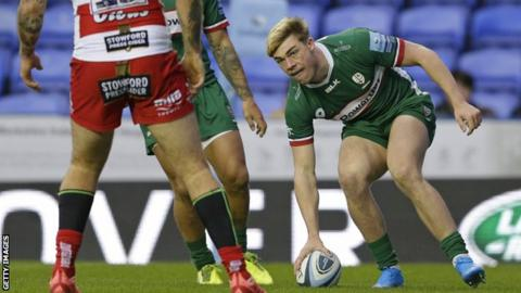 Ollie Hassell-Collins scores a try for London Irish