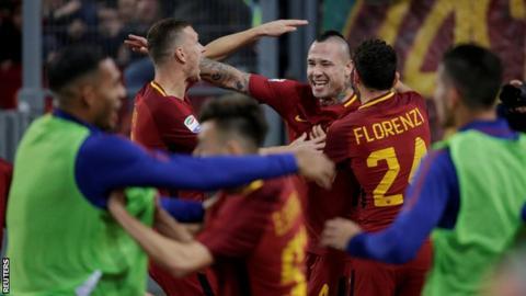 Roma celebrate defeating Lazio