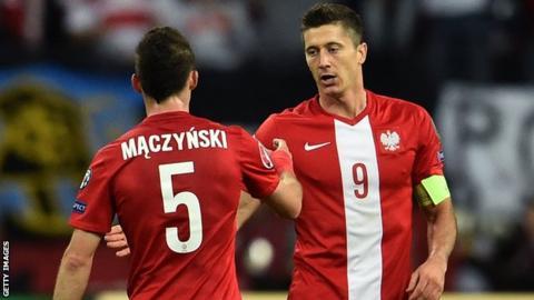 Poland's Krzysztof Maczynski and Robert Lewandowski celebrate