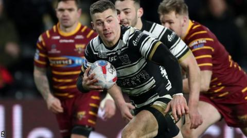 Jamie Shaul scores a try for Hull FC against Huddersfield