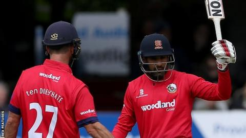 Ryan ten Doeschate and Ravi Bopara