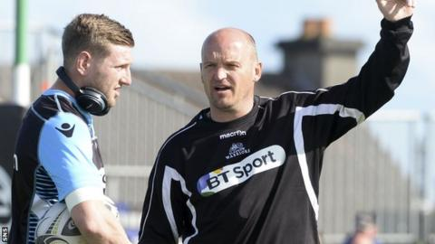 Gregor Townsend makes a point to Glasgow fly-half Finn Russell