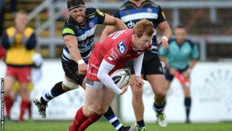 Rhys Patchell scores a try for Scarlets against Bath