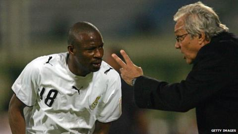 Yakubu Abubakar receives instructions from former Ghana coach Ratomir Dujkovic during the 2006 Africa Cup of Nations