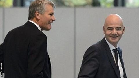 David Gill (left) and Gianni Infantino (centre)