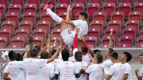 Mario Gomez retires after Stuttgart secure Bundesliga promotion