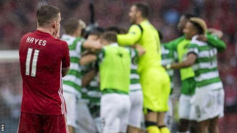 Jonny Hayes and Celtic players