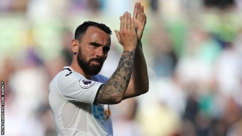 Leon Britton applauds Swansea City fans