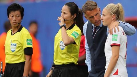 England manager Phil Neville talks to Leah Williamson