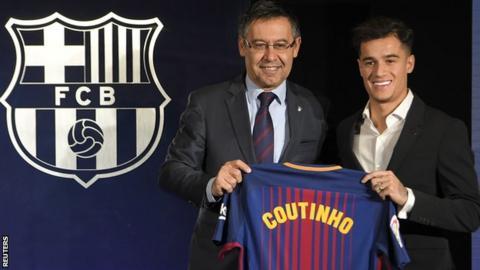 Philippe Coutinho and Barcelona president Josep Maria Bartomeu