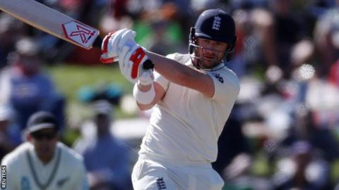 Bad light hinders England's bid to level Test series against New Zealand