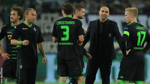 Andre Schubert talks to his players during their defeat by Barcelona