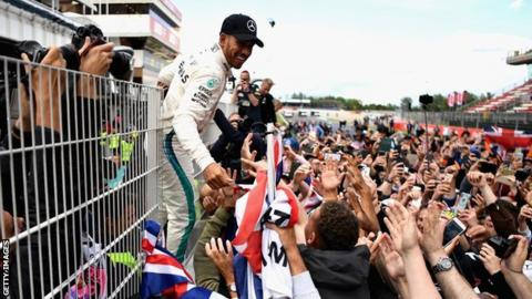 Hamilton cruises to victory in Spain
