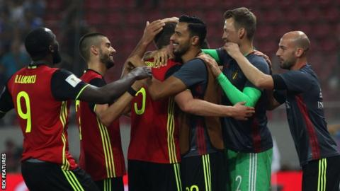 Belgium players celebrate Jan Vertonghen's goal