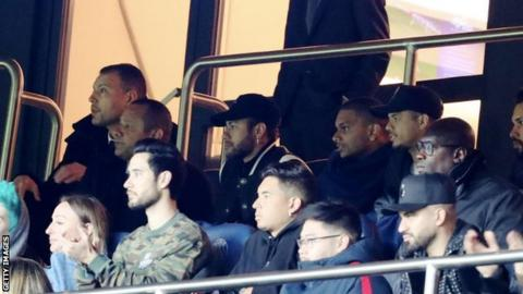Injured Neymar watched the Manchester United game from the stands