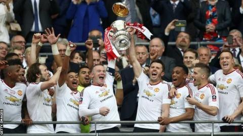 Manchester United lift the FA Cup