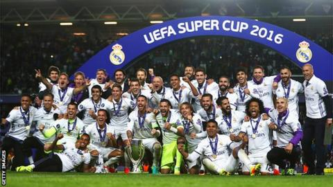 Real Madrid celebrate winning the 2016 Super Cup