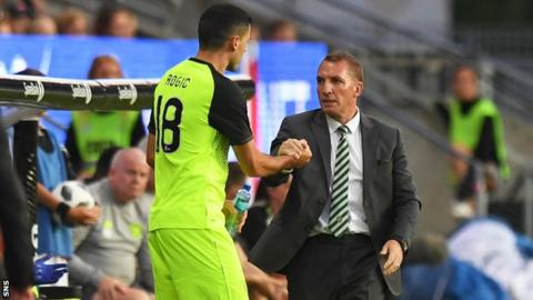Tom Rogic shakes hands with Celtic manager Brendan Rodgers