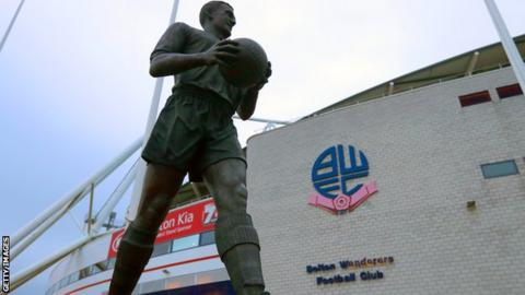 Bolton Wanderers statue of Nat Lofthouse